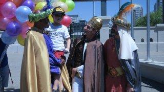 Los Reyes Magos entregan 15.000 juguetes donados en Argentina