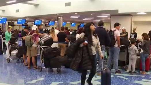 Aeropuerto_de_Miami_espera_ola_de_pasajeros_para_Accion_de_Gracias.jpg