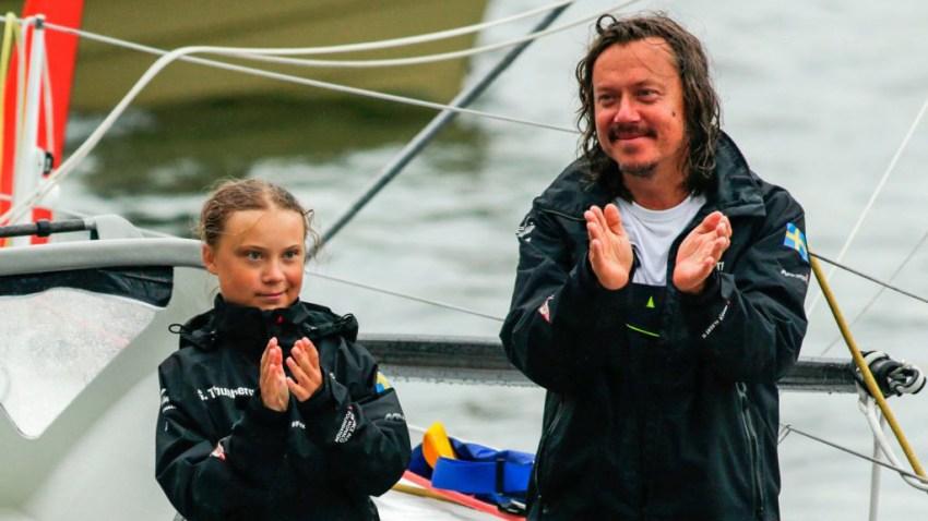 La activista Greta Thunberg junto a su padre Svantee