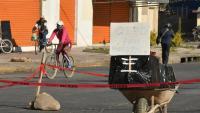 Con un ataúd en la calle protestan por situación de muertos por COVID-19 en Bolivia