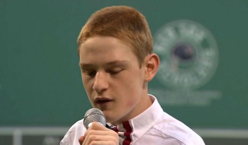 joven-autista-canta-himno