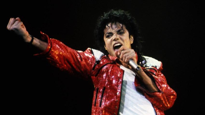 Fotografía de 1986 de Michael Jackson en un concierto.