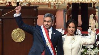 El presidente Mario Abdo Benítez y su esposa Silvana López Moreira, durante la ceremonia de inauguración en agosto de 2018.