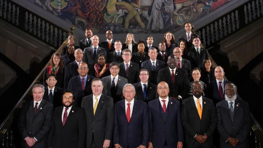Autoridades mexicanas junto a representantes del Celac