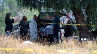 Peritos forenses recuperan cuerpo de bebé