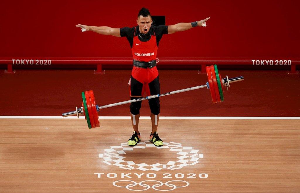 Luis Javier Mosquera Colombia levantamiento de pesas 67 kg