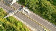 camion-choca-puente-peatonal-1