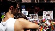 Celebran orgullo gay con duelo por masacre en Orlando