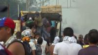 Mientras la Guardia Nacional lanza gases lacrimógenos del otro lado de la frontera, los manifestantes le responden con piedras desde territorio...