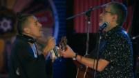 """Rubén Albarrán colabora en el tema """"Loco (Tu forma de ser)"""" del álbum en directo """"Fiesta nacional"""", de la serie MTV..."""