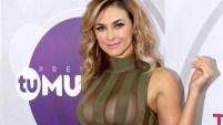 La actriz mexicana se robó las miradas con un sexy vestido rumbo a la gran noche hoy, jueves.