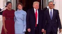 El presidente Obama junto a la primera dama recibieron a los Trump en el salón azul.