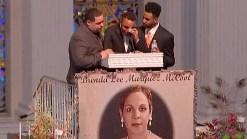 Realizan funeral de madre que salvó a su hijo de masacre