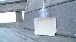 Viral: lo que hizo al hallar botella flotando por 24 años con cómico mensaje