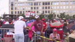 Una multitud de seguidores esperan desde ya a Trump en Orlando