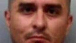 Agente fronterizo acusado de matar mujeres: qué quiere