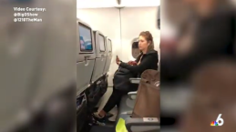 Bajan a pasajera problemática de un vuelo de JetBlue