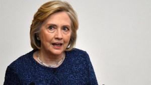 Retiran credenciales de seguridad a Hillary Clinton