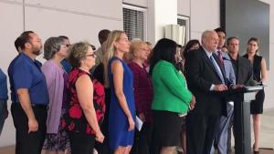 Demandan junta del Miami Dade College