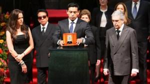 Declaran a Iván Aguilera heredero universal de Juan Gabriel