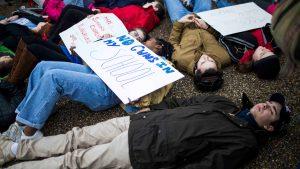 Multitudinarias marchas por un mayor control de armas