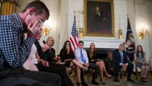 Ante víctimas, Trump sugiere armar a maestros