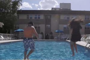 Consumer Report: Parásitos en las piscinas