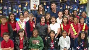 Meteorólogos de Telemundo 51 visitan escuela de Miami