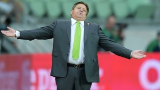 SAO PAULO, BRAZIL- JUNE 07: Head coach Miguel Herrera of Mexico gestures during the International Friendly Match between Brazil and Mexico at Allianz Parque on June 7, 2015 in Sao Paulo, Brazil. (Photo by Buda Mendes/Getty Images)