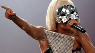 Lady Gaga graba tema sobre abuso sexual