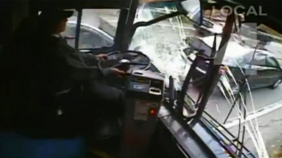 Nuevo video: aparatoso accidente de bus
