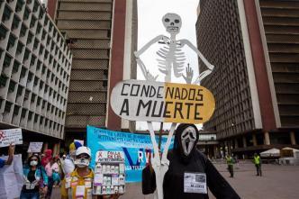 Protestan en Caracas para exigir medicinas