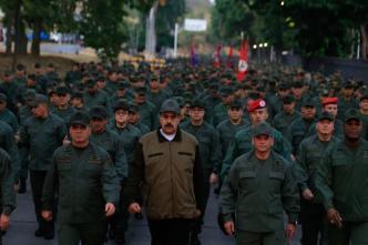 """""""Ha llegado la hora de combatir"""": Maduro a militares"""