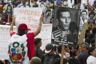 Protestas y renuncias en Perú tras perdón a Fujimori