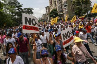 Oposición y fuerzas militares se enfrentan en Caracas