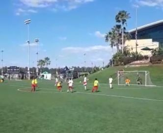 Video desde las canchas: Golazo de Robert