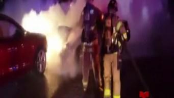 Auito se incendia tras accidente
