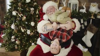"Santa Claus ""irreverente"" escandaliza por tatuajes"