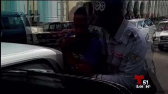 Arresto violento a vendedor ambulante