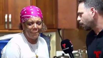 Entre lágrimas mujer relata cómo el agua invadió su casa