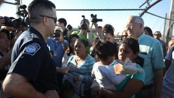 Diario: migrantes con hijos cruzan a EEUU en números récords