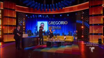 Gregorio Pernia ´el Titi´ le planta beso a Don Francisco