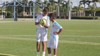 Hermanitos comparten la misma afición por el fútbol
