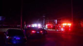 Investigan incendio en un almacén de Miami-Dade
