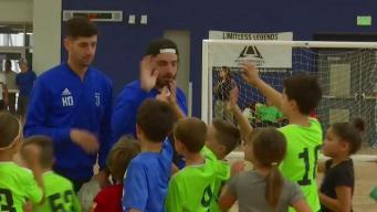 Aficionados al fútbol disfrutan en Miami de otra modalidad: el futsal