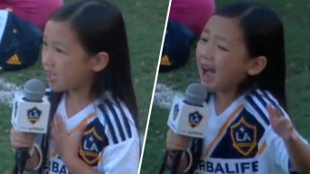 """""""Pequeña pero poderosa"""": niña sorprende al cantar el himno"""