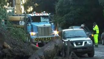 Siguen buscando sobrevivientes tras deslaves en California