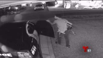 Buscan sospechoso de robar armas en carro de policía