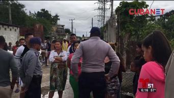 Vecinos se enfrentan a la policía en Cuba