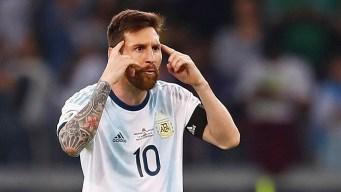 Argentina rescata un empate y su futuro pende de un hilo